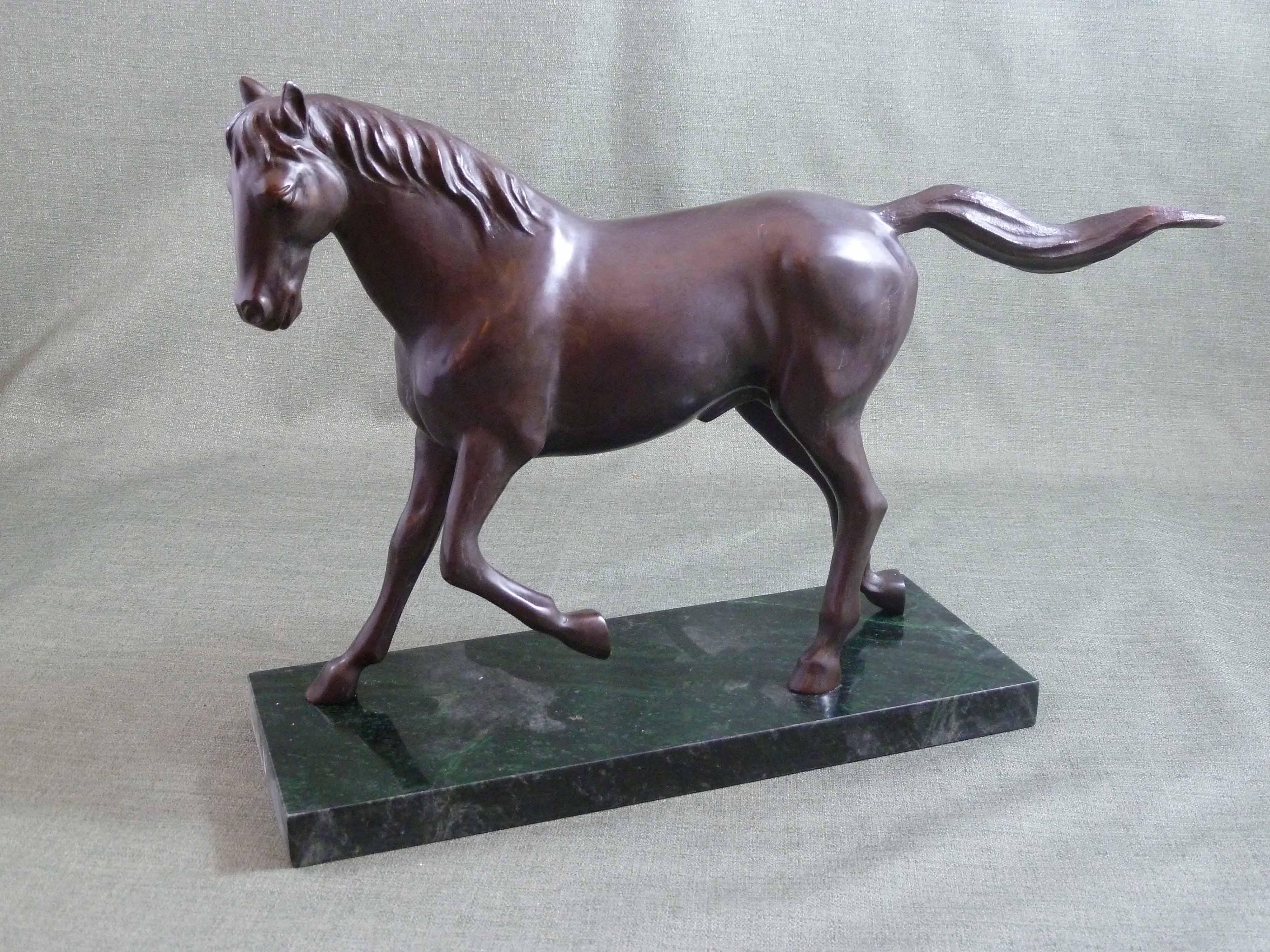 FC1117 Trotting Horse